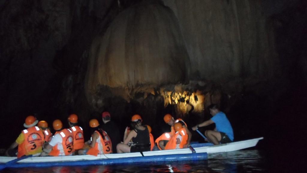 Cuevas de Palawan en río subterráneo