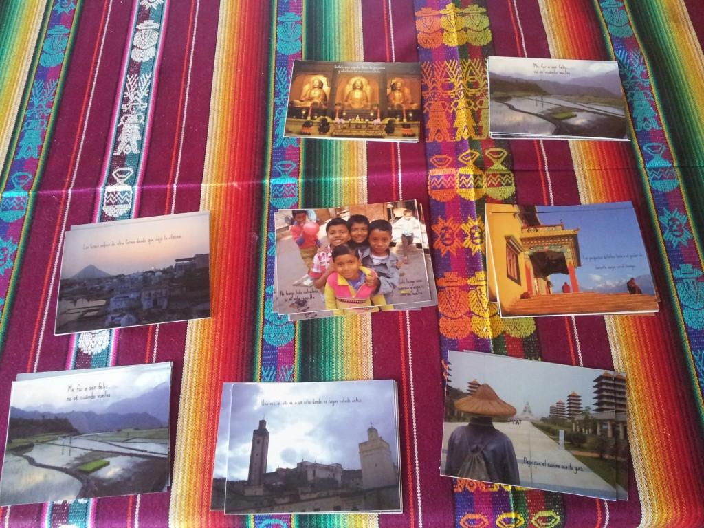 Andando descalza, venta de postales viajeras