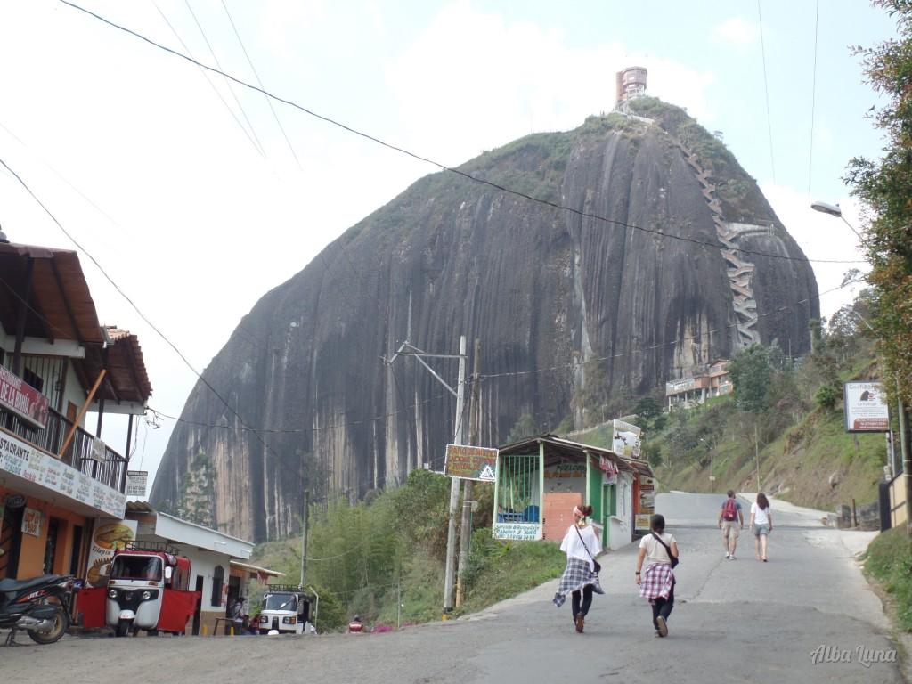 Peñon Guatapé en los alrededores de Medellín