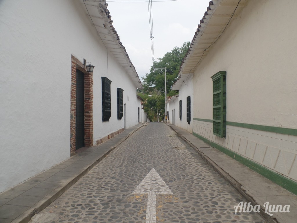 Calle colonial paisa